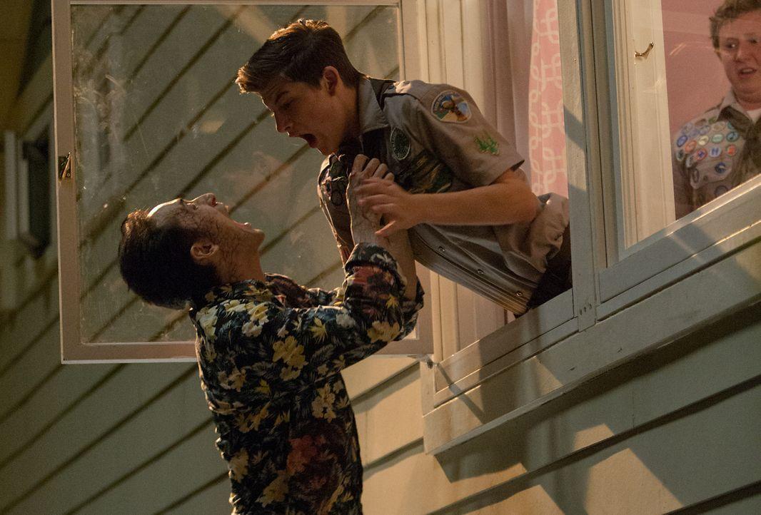 Augie (Joey Morgan, r.) kann es kaum glauben, aber überall warten Zombies, für die Ben (Tye Sheridan, M.) und er ein nettes Abendessen wären ... - Bildquelle: Jamie Trueblood 2015 Paramount Pictures. All Rights Reserved.