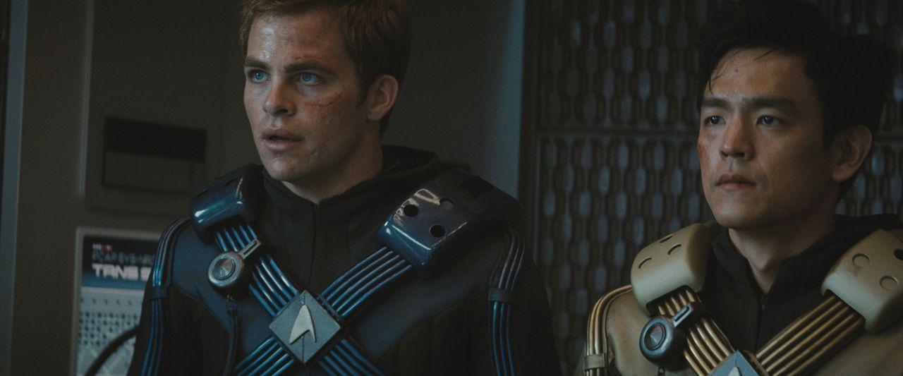 Ihr erster Einsatz auf der Enterprise artet zu einem gnadenlosen Kampf ums Überleben aus: Steuermann Sulu (John Cho, r.) und Kirk (Chris Pine, l.)... - Bildquelle: Paramount Pictures