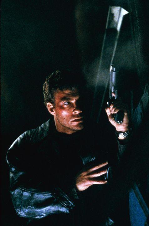 Sucht verzweifelt den Mörder seines Bruders: Inspektor Alain Moreau (Jean-Claude Van Damme) ... - Bildquelle: Sony Pictures Television International. All Rights Reserved.