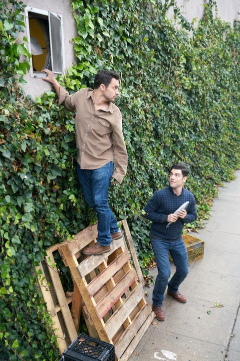Wie weit würden Nick (Jake Johnson, l.) und Schmidt (Max Greenfield, r.) gehen, um der Besitzerin der neuen, trendigen Bar eins auszuwischen? - Bildquelle: Adam Taylor 2016 Fox and its related entities.  All rights reserved.