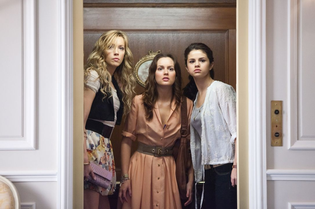 Ein Sommerausflug nach Paris entpuppt sich für Grace (Selena Gomez, r.), ihre beste Freundin Emma (Katie Cassidy, l.) und ihre Stiefschwester Meg (L... - Bildquelle: Larry D Horricks 2011 Twentieth Century Fox Film Corporation. All rights reserved.