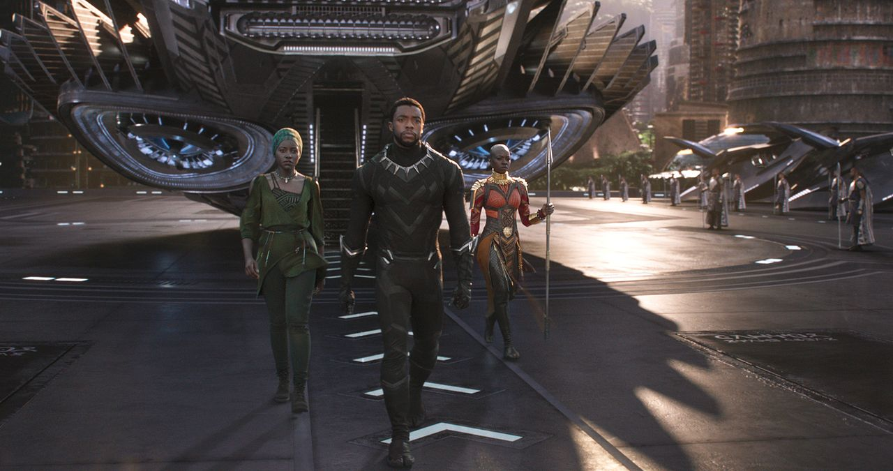 (v.l.n.r.) Nakia (Lupita Nyong'o); T'Challa / Black Panther (Chadwick Boseman); Okoye (Danai Gurira) - Bildquelle: Marvel Studios 2018