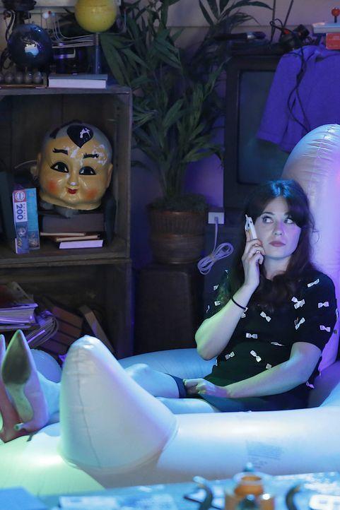Ist es wirklich eine gute Idee, dass Jess (Zooey Deschanel) per Dating-App nach einem Mann sucht? - Bildquelle: 2014 Twentieth Century Fox Film Corporation. All rights reserved.