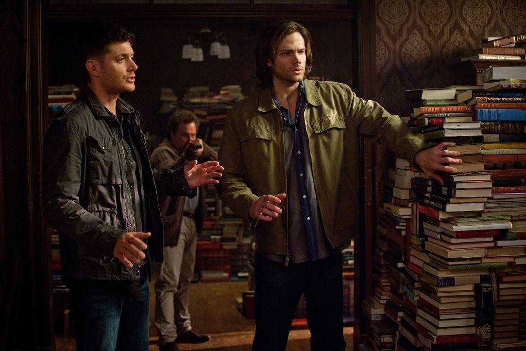 Um endlich die dritte Aufgabe zu bekommen, müssen sich Sam (Jared Padalecki, r.) und Dean (Jensen Ackles, l.) an einen sonderbaren Einsiedler (Curti... - Bildquelle: Warner Bros. Television