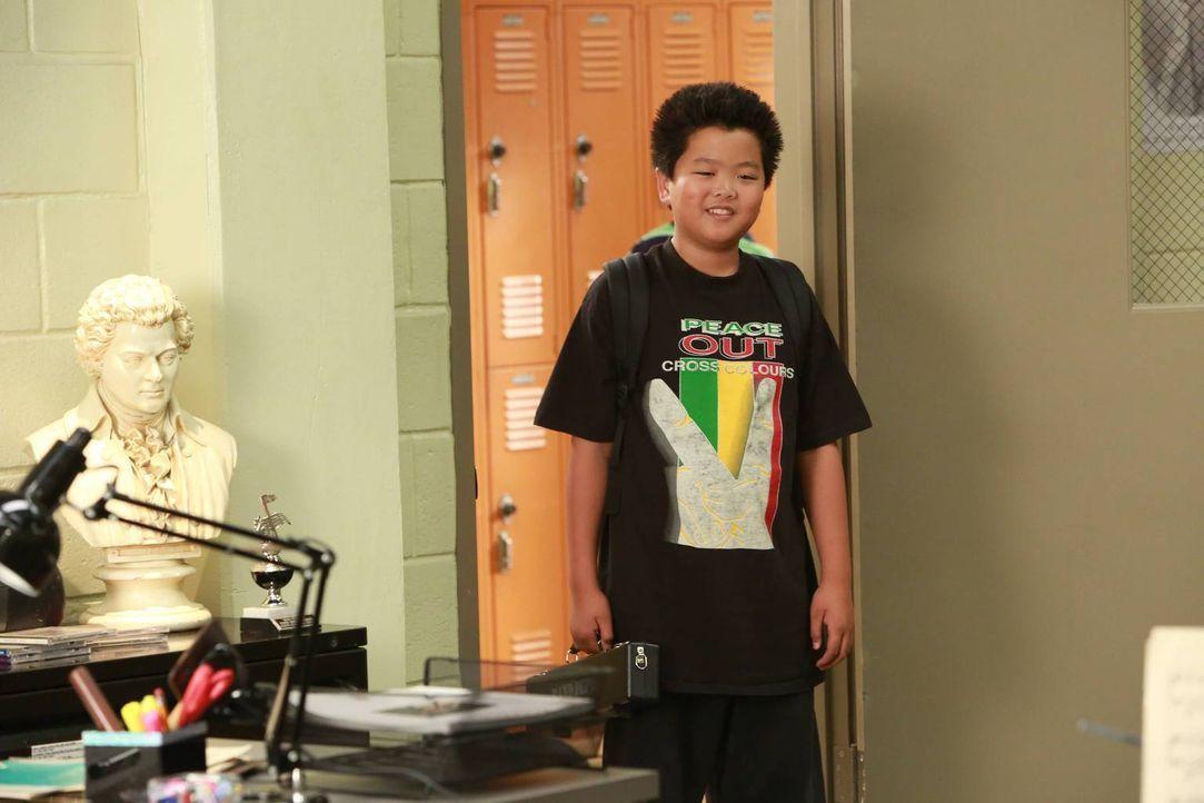 """Nicole überzeugt Eddie (Hudson Yang) davon, seinen """"Piccolo-Flöte""""-Unterricht sausen zu lassen und stattdessen ihr Nachhilfelehrer zu werden. Als si... - Bildquelle: 2015-2016 American Broadcasting Companies. All rights reserved."""