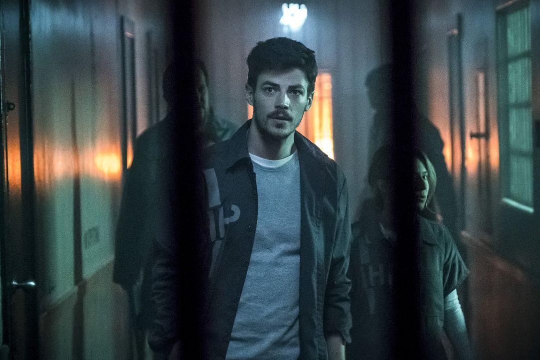 Barry (Grant Gustin) schmiedet mit ungewöhnlichen Verbündeten einen riskanten Plan, als ihm bewusst wird, dass der Gefängnisdirektor des Iron Height... - Bildquelle: 2017 Warner Bros.