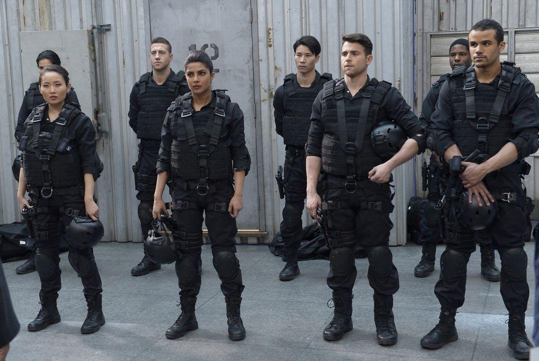 Müssen sich einer neuen Aufgabe stellen: Drew (Lenny Platt, vorne 2.v.r.), Iris (Li Jun Li, vorne l.), Alex (Priyanka Chopra, vorne 2.v.l.) und Bran... - Bildquelle: Philippe Bosse 2015 ABC Studios