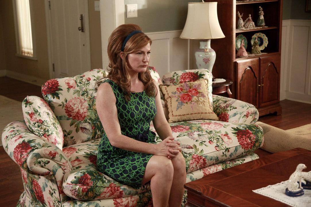 Macht sich Sorgen um ihrem Mann: Sheila (Ana Gasteyer) ... - Bildquelle: Warner Bros. Television