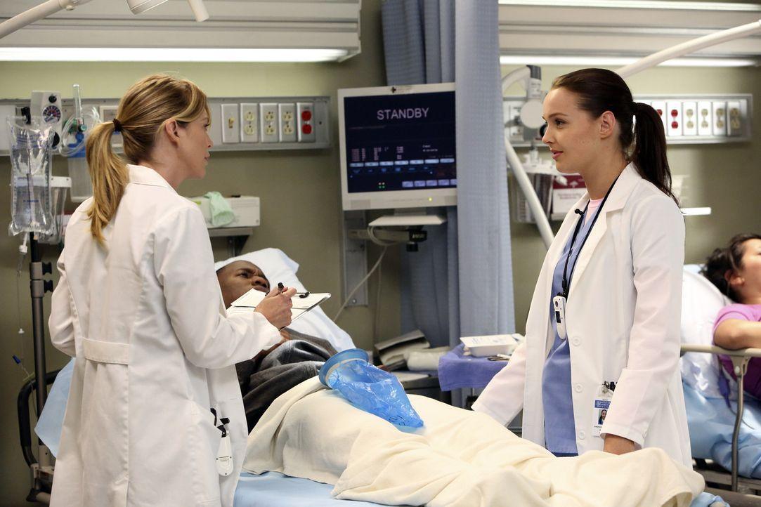 Meredith (Ellen Pompeo, l.) ist mittlerweile Stationsärztin geworden und führt ein gnadenloses Regime, was die neue Assistenzärzte Dr. Jo Wilson... - Bildquelle: ABC Studios