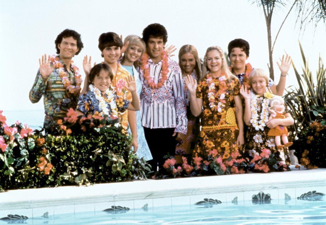 Die Bradys: Greg (Christopher Daniel Barnes, l.), Bobby (Jesse Lee, 2.v.l.) und Peter (Paul Sutera, 3.v.l.), Carol (Shelley Long, 4.v.l.), Mike (Gar... - Bildquelle: Paramount Pictures