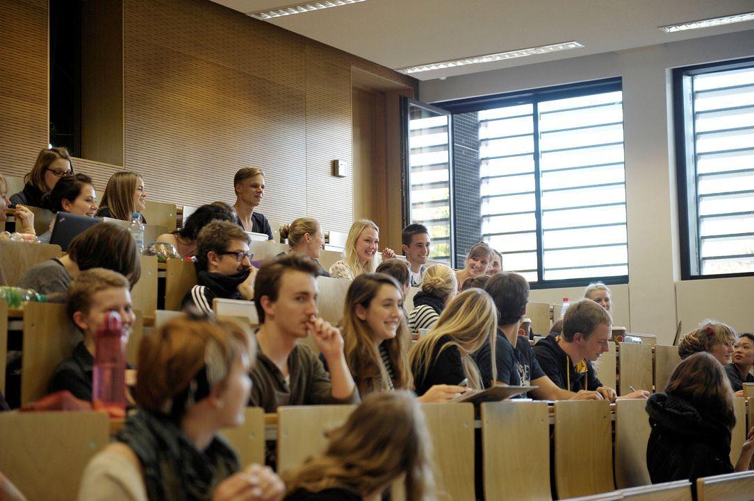 GNTM-Stf09-Epi01-Abholung-17-ProSieben-Oliver-S - Bildquelle: ProSieben/Oliver S.