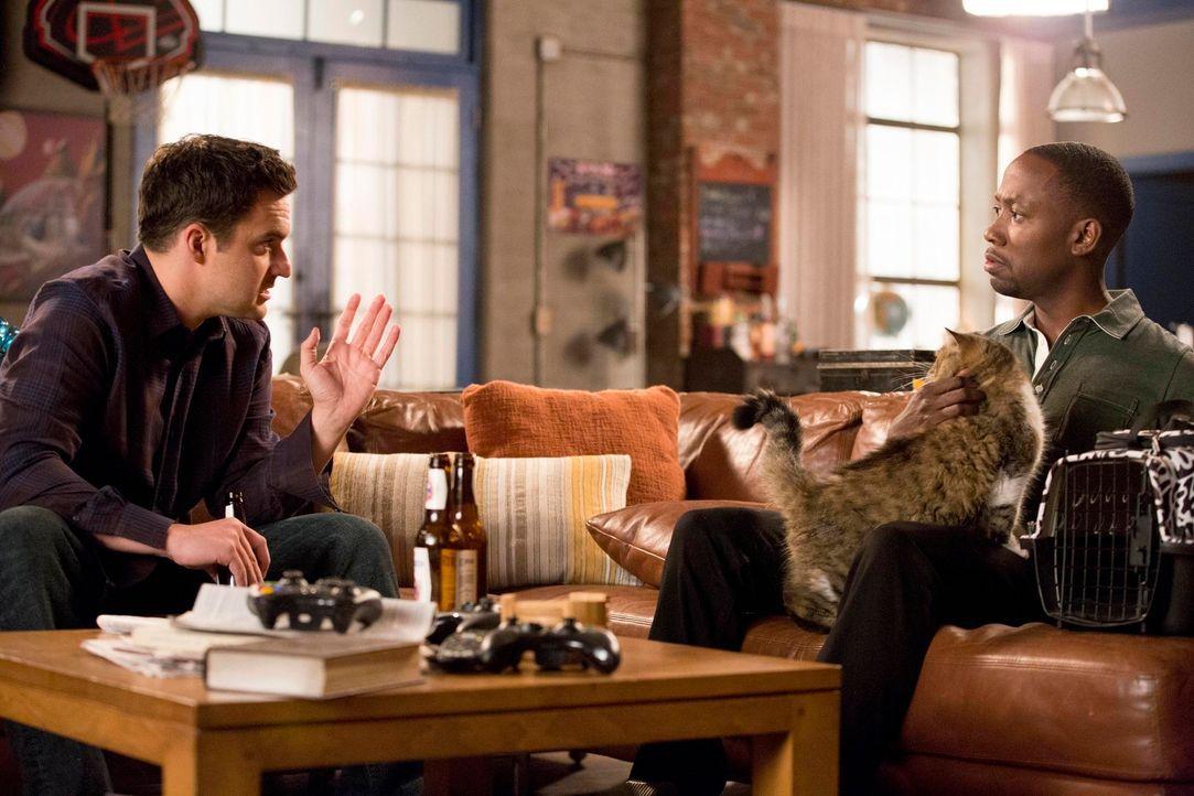 Winston (Lamorne Morris, r.) will sich an Daisy rächen, doch Nick (Jake M. Johnson, l.) ist sich nicht ganz sicher, was er vom grausamen Plan seines... - Bildquelle: TM &   2013 Fox and its related entities. All rights reserved.