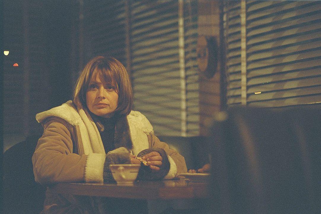 In Sierra Vista sieht man es nicht gerne, dass eine Fremde an Geschehnisse rührt, die besser für immer vergessen wären. Doch Jennifer Stillman (N... - Bildquelle: 2004 Sony Pictures Television International. All Rights Reserved.