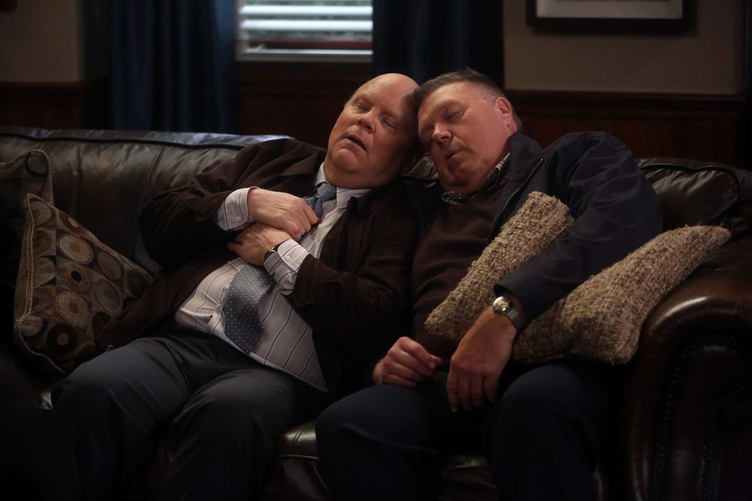 Hitchcock (Dirk Blocker, l.); Scully (Joel McKinnon Miller, r.) - Bildquelle: John P. Fleenor 2015 UNIVERSAL TELEVISION LLC. All rights reserved. / John P. Fleenor