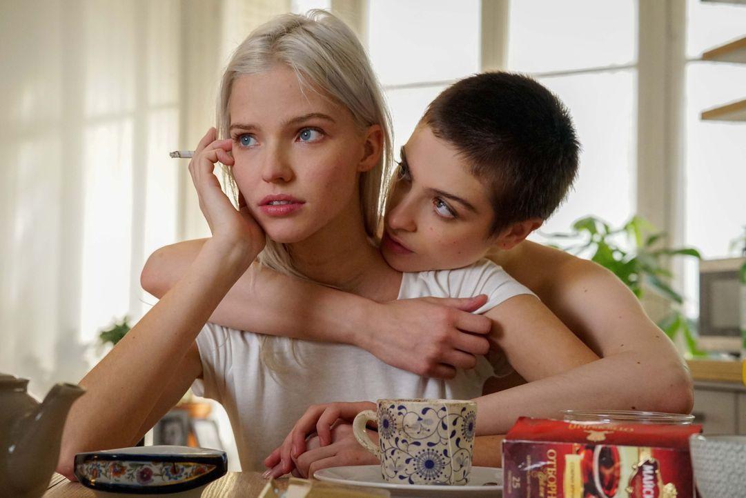 Anna Poliatova (Sasha Luss, l.); Maude (Lera Abova, r.) - Bildquelle: Shanna Besson 2019, EuropaCorp., Canal+, Ciné+, TF1 Films Productions / Shanna Besson