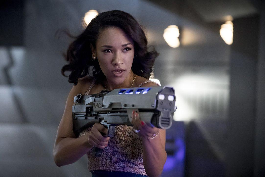 Als hätten sie nicht schon genug mit einem neuen Metawesen zu tun, muss sich Iris (Candice Patton) schließlich auch eingestehen, dass es ihr überhau... - Bildquelle: 2017 Warner Bros.