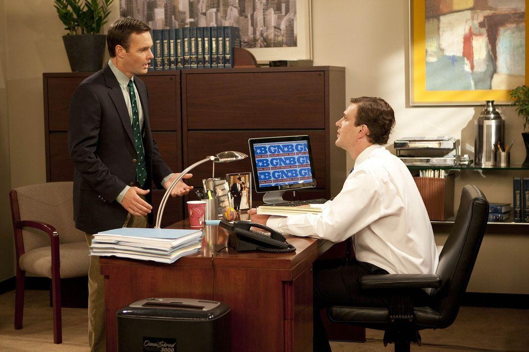Marshall (Jason Segel, r.) feuert seinen Mitarbeiter Randy (Will Forte, l.), da er einen Fehler nach dem anderen macht. Randy ist insgeheim froh üb... - Bildquelle: 20th Century Fox International Television