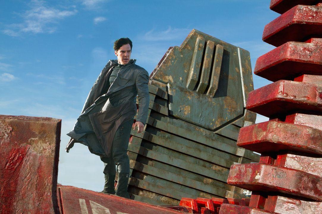 Ein fürchterlicher Terroranschlag erschüttert London. Dahinter steckt John Harrison (Benedict Cumberbatch), ein ehemaliges Mitglied der Sternenflott... - Bildquelle: Zade Rosenthal 2013 Paramount Pictures.  All Rights Reserved.