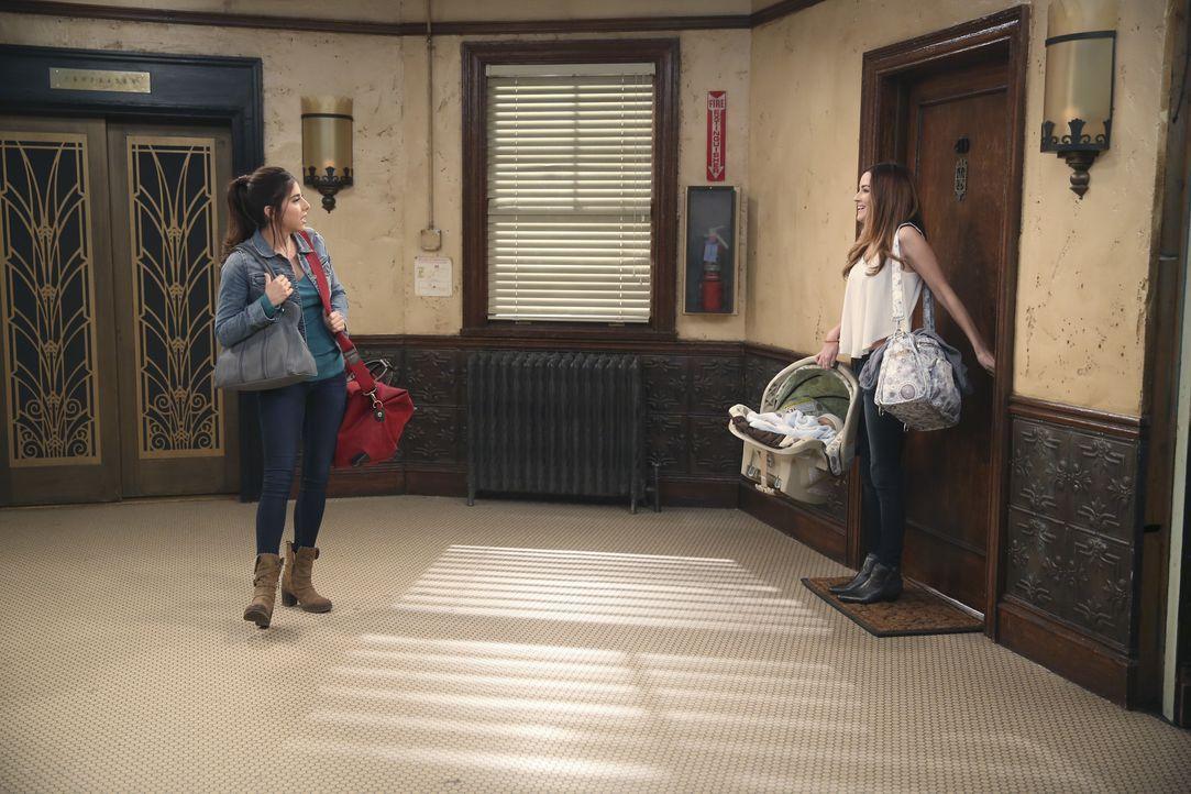 Als Sam Saffe (Daniella Monet, l.) sieht, dass Zoey (Jonna Walsh) aus Bens Wohnung kommt, wird sie eifersüchtig - hat sie doch Gefühle für ihn? - Bildquelle: Beth Dubber ABC Family / Beth Dubber
