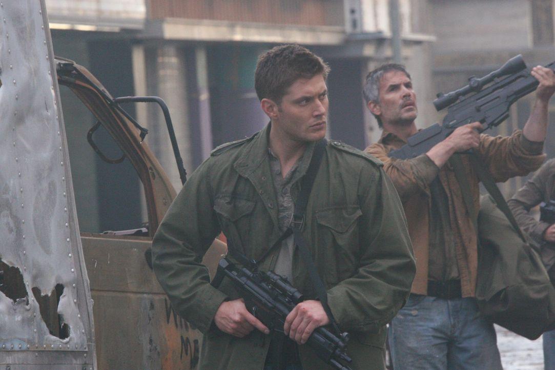 Kämpft in der Zukunft dafür, die Apokalypse aufzuhalten: Dean (Jensen Ackles, l.) ... - Bildquelle: Warner Bros. Television