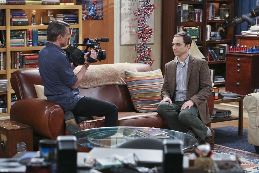 Für eine Dokumentation von Adam Nimoy (l.) soll Sheldon (Jim Parsons, r.) über Star Trek reden. Eigentlich kein Problem für den Nerd, doch die Enthü... - Bildquelle: 2015 Warner Brothers