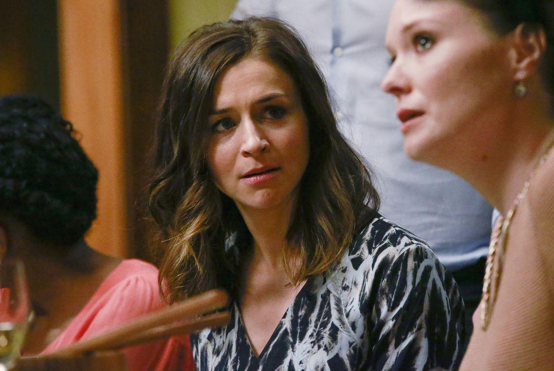 Penny Blake (Samantha Sloyan), die Ärztin aufgrund deren Fehlentscheidung Derek starb, taucht mit Callie auf der Dinnerparty von Meredith, Maggie un... - Bildquelle: Mitchell Haaseth ABC Studios