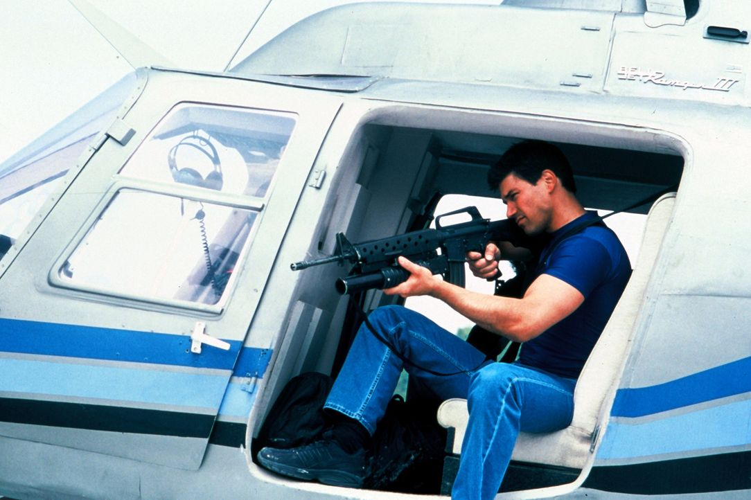 Um Jimmy Wagner (Dean Cochran) unter Druck zu setzen, den Schatz der versunkenen spanischen Fregatte Santa Cruz zu heben, entführen russische Mafio... - Bildquelle: Nu Image