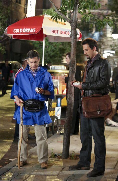 George (Jeremy Sisto, r.) und Fred (Chris Parnell, l.) machen gemeinsam einen Trip nach New York. Doch die Reise verläuft völlig anders als geplant... - Bildquelle: Warner Bros. Television