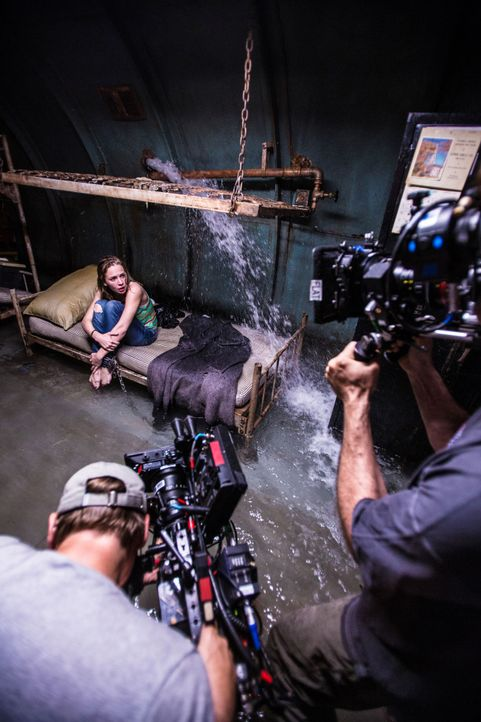 Under The Dome - Behind The Scenes - Bild vom Set der Serie24 - Bildquelle: CBS Television
