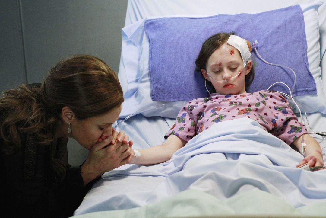Während sich Amelia immer mehr ihrer alten Sucht nähert, macht sich Violet (Amy Brenneman, l.) große Sorgen um Betsey (Hailey Sole, r.) ... - Bildquelle: ABC Studios
