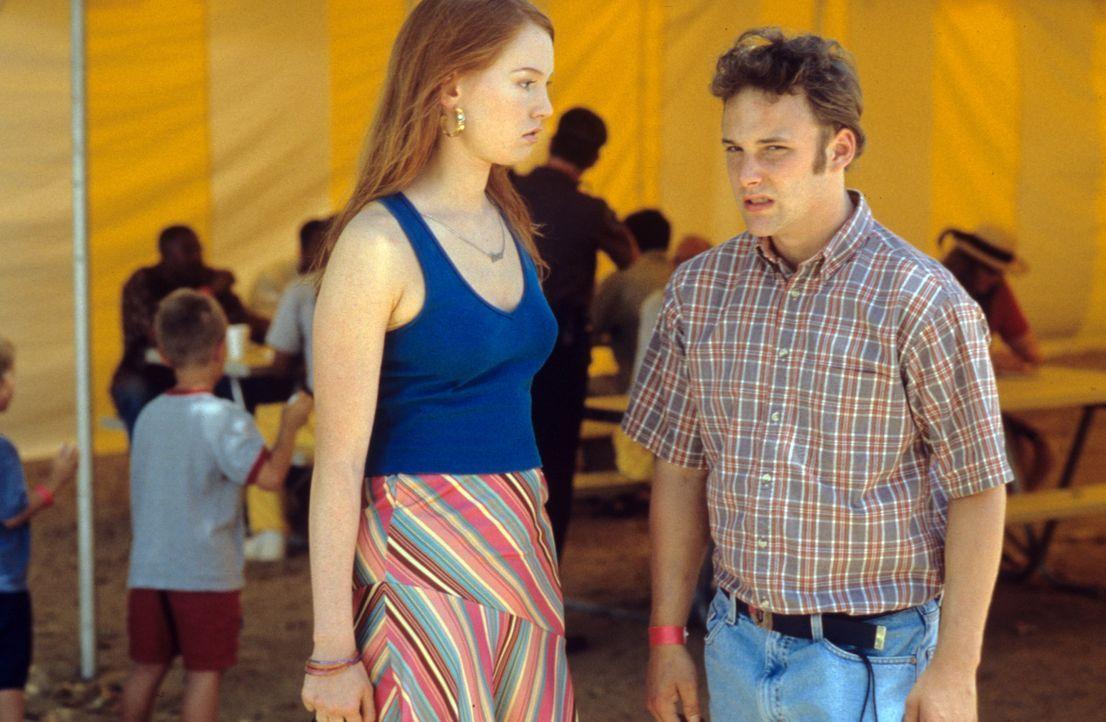 Schon bald wird Barbie (Alicia Witt, l.) und ihrem Bruder Jay (Brad Renfro, r.) klar, dass der Tag im Knast mit Daddy ein Höllentrip werden wird. D... - Bildquelle: Tomorrow Film