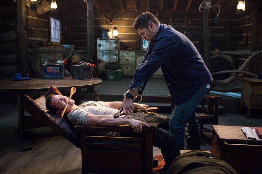 Dean (Jensen Ackles, r.) versucht Cole (Travis Aaron Wade, l.) zu helfen, nachdem dieser von seinem alten Freund Kit mit einem Parasiten infiziert w... - Bildquelle: 2016 Warner Brothers