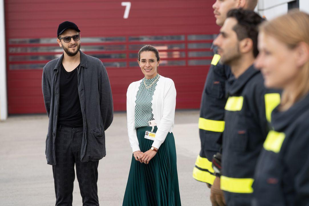 Regisseur (Marcel Glauche, l.); Sabine Grünberg (Doris Golpashin, Mitte r.) - Bildquelle: Stephanie Kulbach JOYN/ProSieben / Stephanie Kulbach