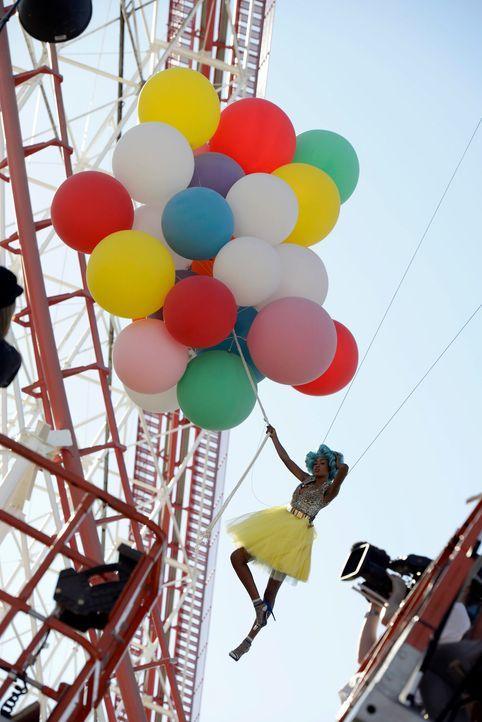 GNTM-Stf09-Epi03-BallonShooting-102-ProSieben-Oliver-S - Bildquelle: ProSieben/Oliver S.