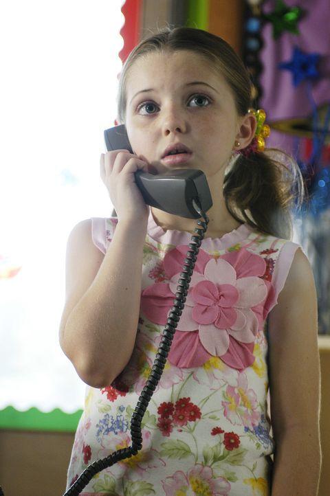 Als ihre Eltern bei einem Autounfall tödlich verunglücken, landet die 7-jährige Celia (Sammi Hanratty) bei ihrer Halbschwester, die nichts als Party... - Bildquelle: ABC Family