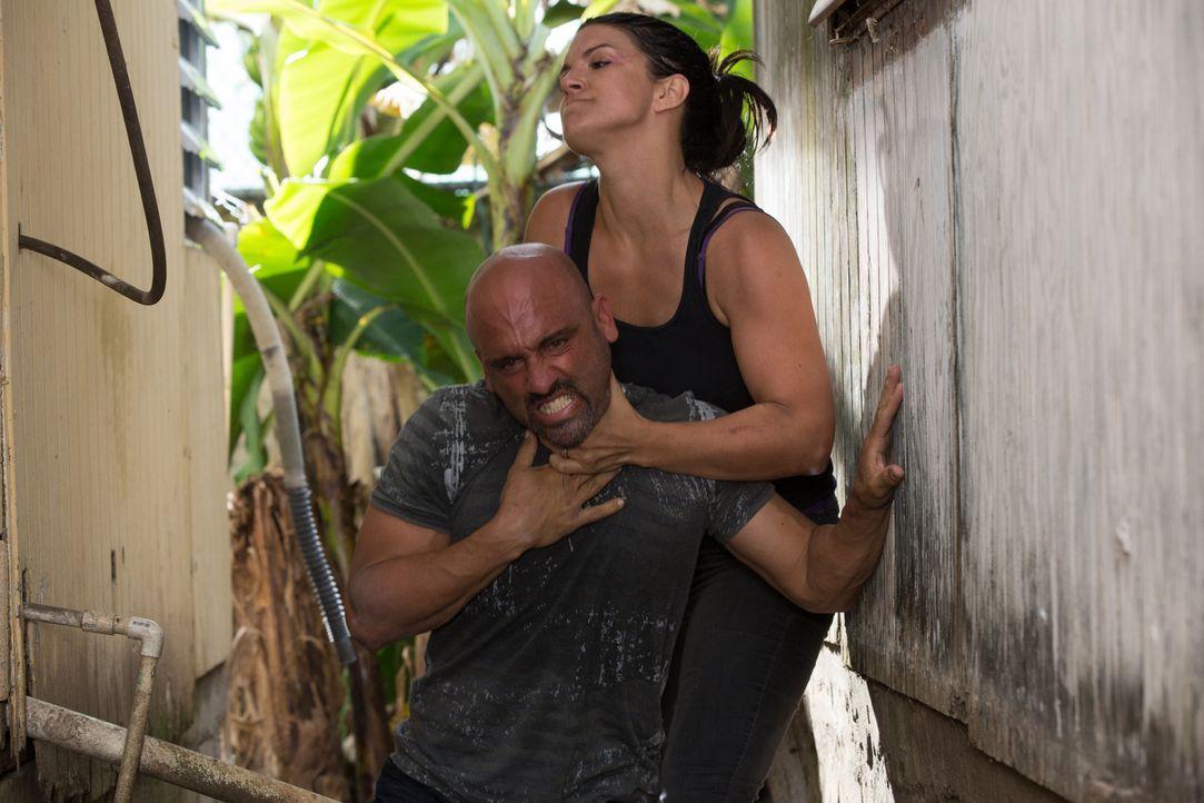 Die Vergangenheit holt Ava (Gina Carano, oben) knallhart ein und jetzt muss sie alles daran setzen, das Leben ihres Mannes zu retten ... - Bildquelle: Francisco Roman ITB Productions, Inc.