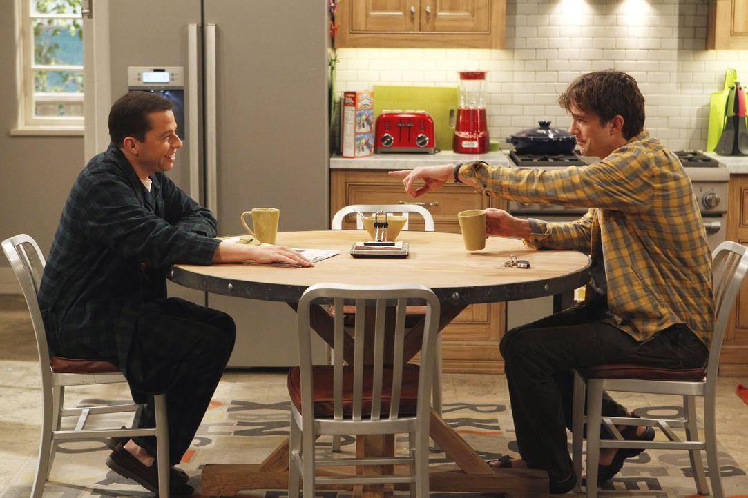 Während Walden (Ashton Kutcher, r.) von seinem Sexleben mit Zoey enttäuscht ist, glauben Jake und Eldridge, dass sie Zwillinge werden, sollten Alan... - Bildquelle: Warner Brothers Entertainment Inc.