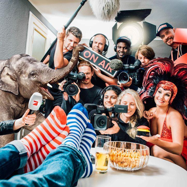 """Das Fernsehen ist da! ProSieben fällt mit der Show ins Haus: """"Das ProSieben Auswärtsspiel"""" bringt die große Show in die vier Wände eines Zuschauers... - Bildquelle: Arne Weychardt ProSieben"""
