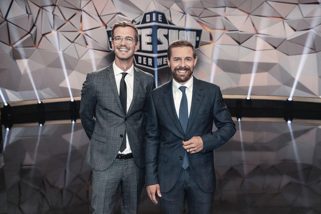 """Joko (l.) und Klaas (r.) buhlen um die Gunst des Publikums, denn beide sind überzeugt davon, """"Die beste Show der Welt"""" zu präsentieren ... - Bildquelle: Jens Hartmann ProSieben/Jens Hartmann"""