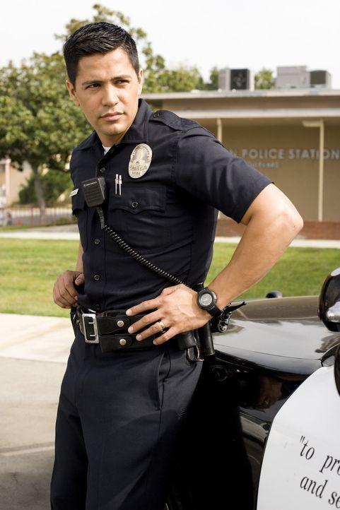 Als Chris die Polizei (Jay Hernandez) zur Hilfe gegen Abels Schikanen rufen will, wird dies mit Unverständnis aufgenommen. Denn diese kennen ihren... - Bildquelle: 2007 Screen Gems, Inc. All Rights Reserved.
