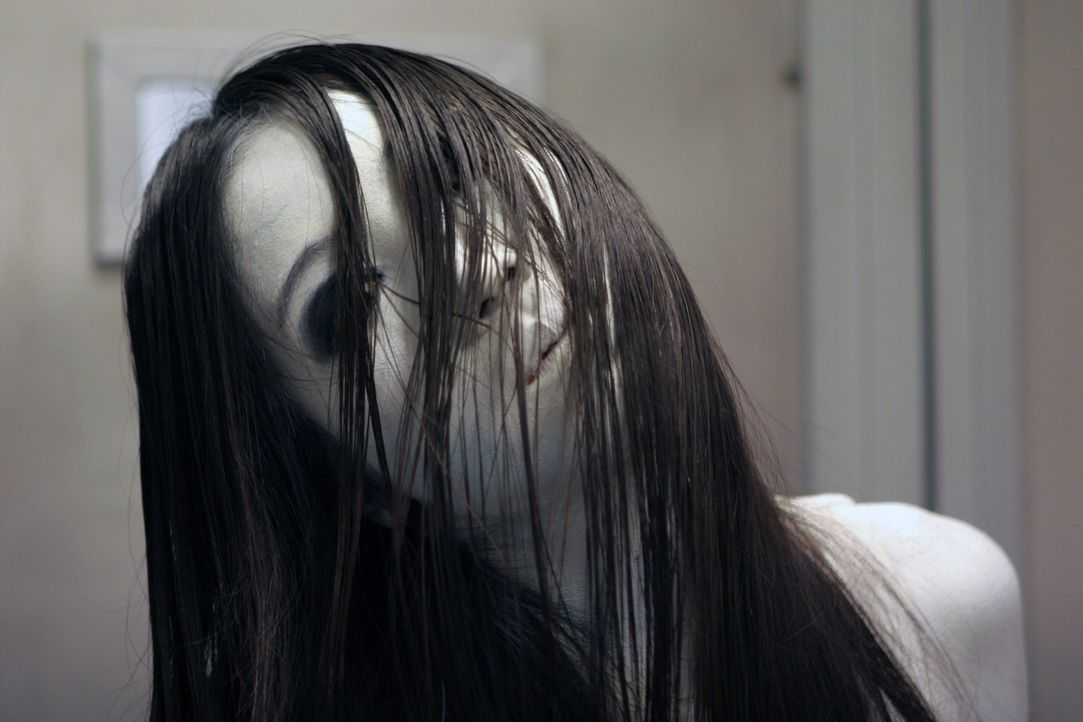 Wird nicht müde, alle Beteiligten ihres Fluches umzubringen: Aber wird Kayako (Aiko Horiuchi, r.) auch ihre eigene Schwester töten? - Bildquelle: Constantin Film Verleih