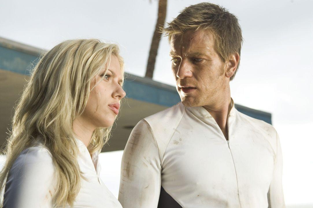 Als Lincoln (Ewan McGregor, r.) herausfindet, dass er sein ganzes Leben belogen wurde, schnappt er seine Freundin Jordan (Scarlett Johansson, l.), u... - Bildquelle: Warner Bros. Television