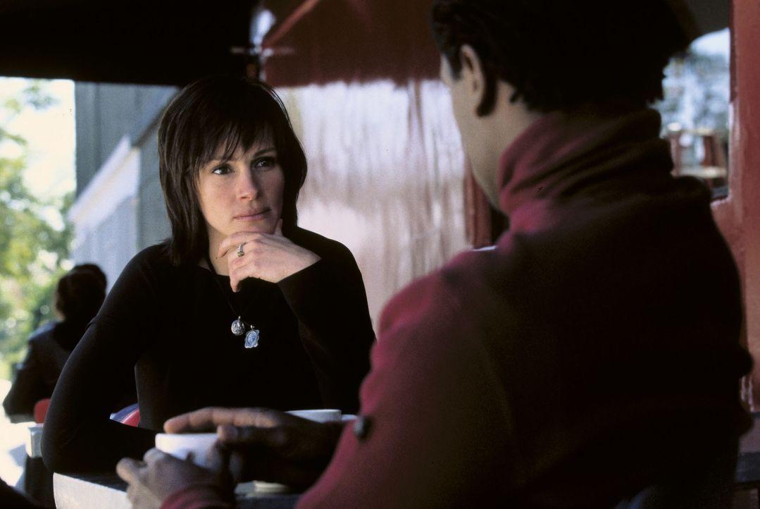 Calvin (Blair Underwood, r.) und Francesca (Julia Roberts, l.) spielen einen erfolgreichen Schauspieler und eine Reporterin, die sich an einem Films... - Bildquelle: Miramax