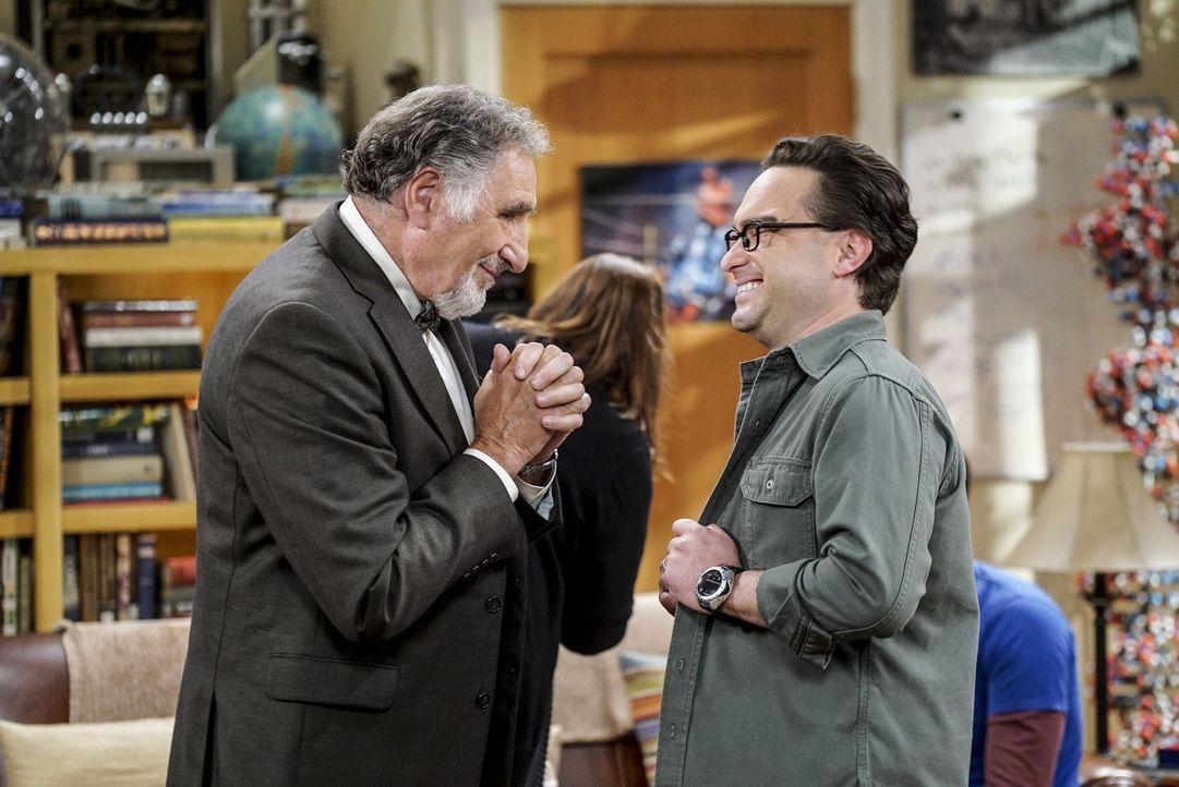 Vater Alfred (Judd Hirsch, l.) und Sohn Leonard (Johnny Galecki, r.) kurz vor der Hochzeit. Wird es diesmal tatsächlich Leonards letztes Ja-Wort sei... - Bildquelle: 2016 Warner Brothers