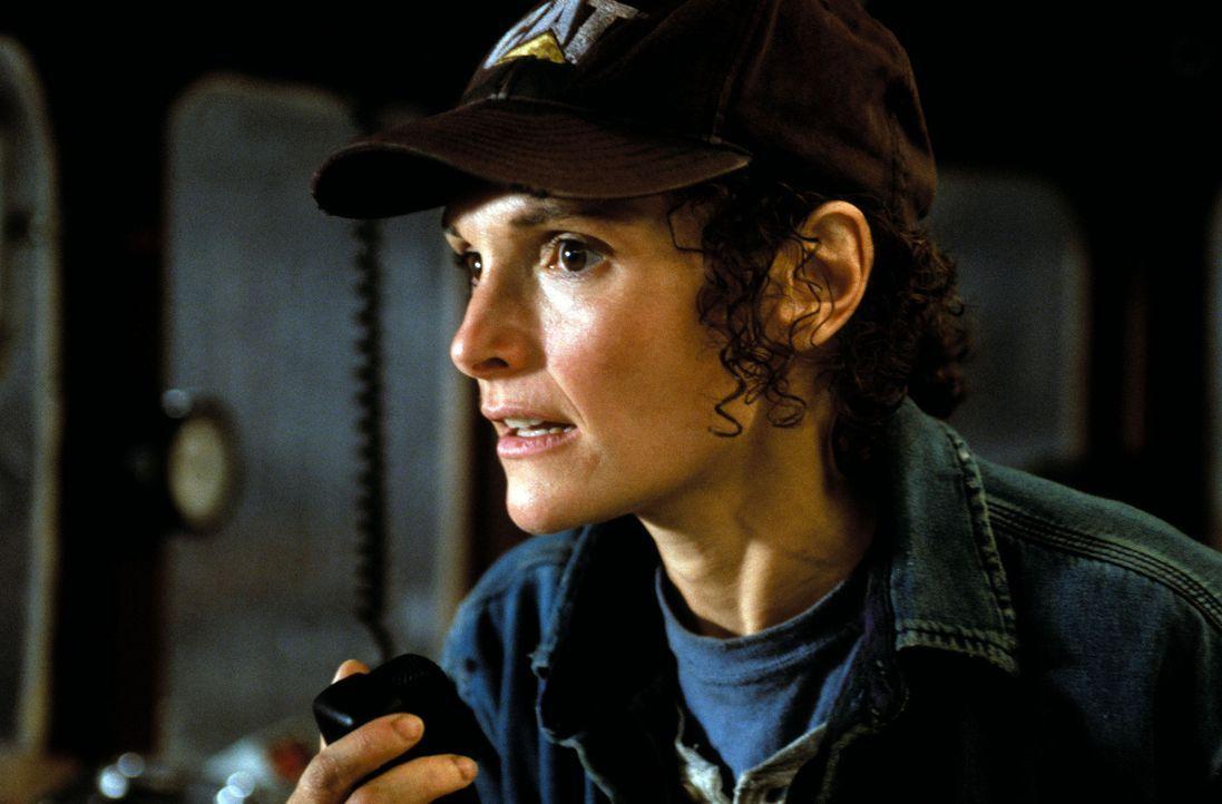 """Als der Funkkontakt zur """"Andrea Gail"""" abbricht, ahnt Linda (Mary Elizabeth Mastrantonio), dass Kapitän Billy Tyne und seine Crew in ein Desaster fa... - Bildquelle: Warner Bros. Pictures"""