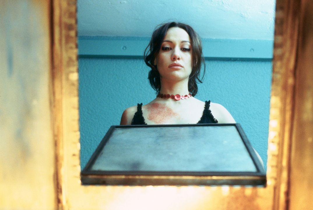 Carmen (Natalia Verbeke) ahnt nicht, dass sie Opfer eines grausamen Machtspiels geworden ist ...