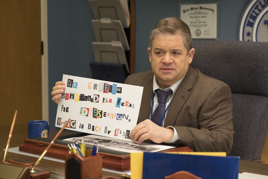 Rektor Durbin (Patton Oswalt) - Bildquelle: Colleen Hayes 2018 Universal Television LLC. ALL RIGHTS RESERVED. / Colleen Hayes