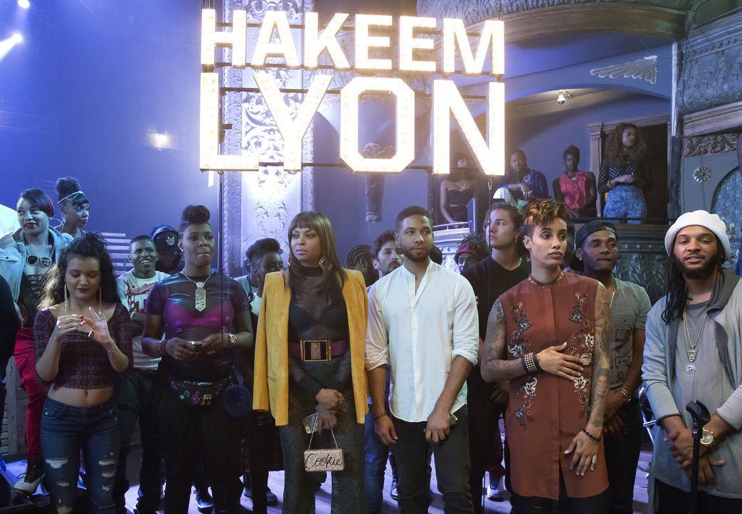 Ein von Lucious organisiertes Rap-Battle zwischen Freda und Hakeem findet statt. Jamal (Jussie Smollett, 5.v.r.), Cookie (Taraji P. Henson, 3.v.l.),... - Bildquelle: Chuck Hodes 2015-2016 Fox and its related entities.  All rights reserved.