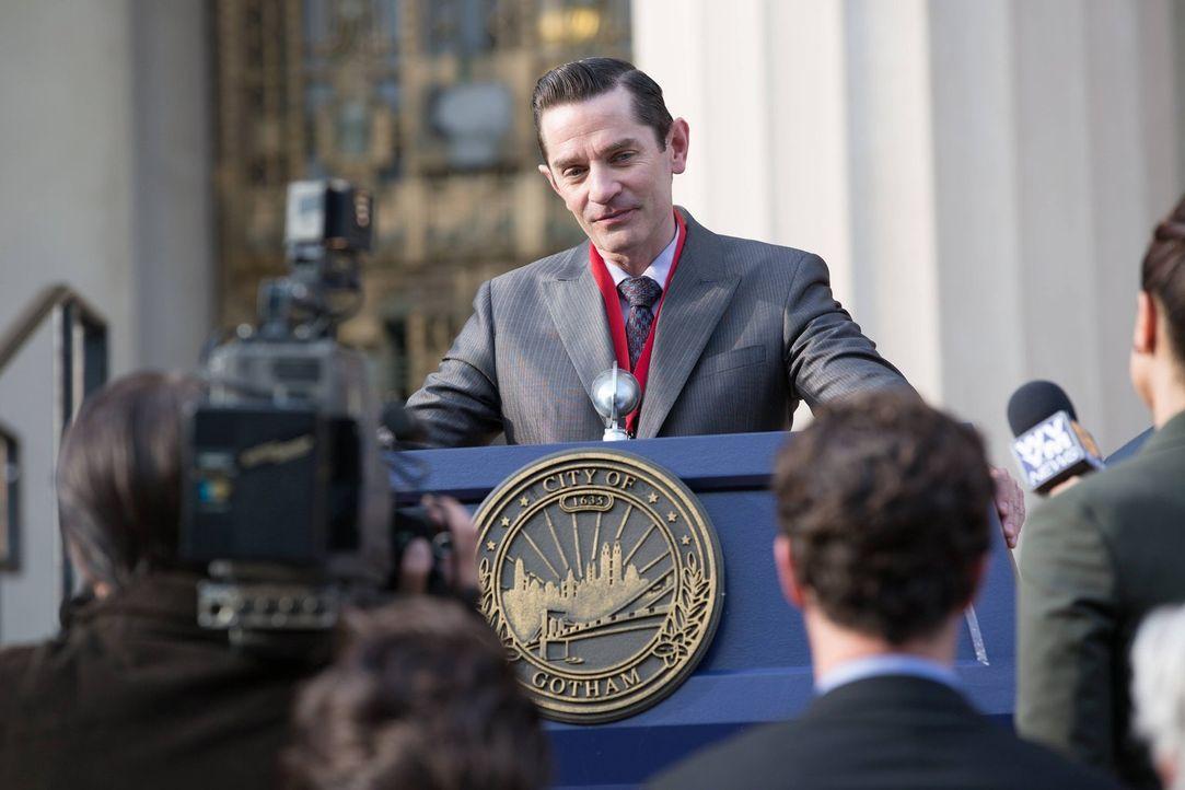 Geht seinen hinterhältigen Plänen weiter nach: Theo Galavan (James Frain) ... - Bildquelle: Warner Brothers