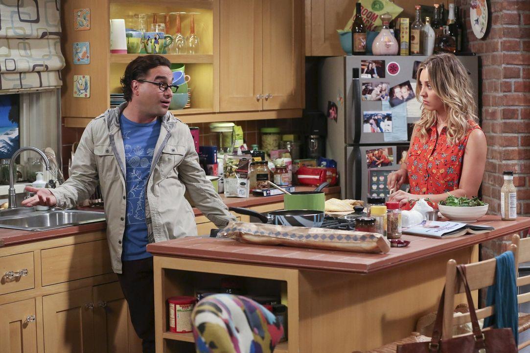 Leonard (Johnny Galecki, l.) nutzt es aus, dass Penny (Kaley Cuoco, r.) ein schlechtes Gewissen hat, weil er so unter seiner Mutter leidet. Allerdin... - Bildquelle: Warner Bros. Television
